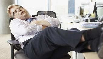 ¿Por qué te sientes siempre cansado y no puedes dormir?