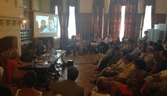 La cineasta Mabel Lozano moderó una mesa redonda acerca de la trata de personas