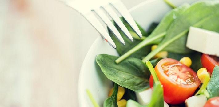 Conocer a otros veganos, especialmente si son nativos, te ayudará a conocer restaurantes de la ciudad