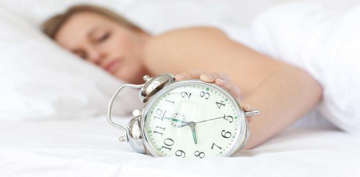 El estrés y la incapacidad de desconectar del trabajo son los principales factores por los que dormimos poco