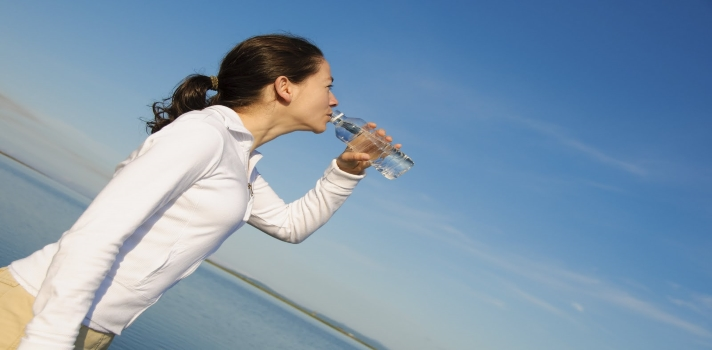 ¿Bebes la cantidad de agua diaria recomendada?