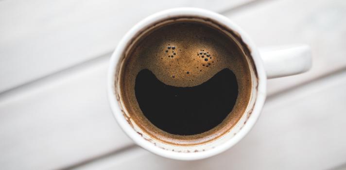 <p>Seguramente uses el café para <strong>despabilarte y recargar tus energías</strong>, sin embargo, esta bebida también supone otros beneficios sorprendentes.Como ya te comentamos en <strong>Universia, </strong>el consumo del café reduce el riesgo de padecer <a title=Tomar café a diario ayuda a prevenir la reaparición del cáncer de colon, según estudio | Universia href=https://noticias.universia.com.ar/cultura/noticia/2015/09/14/1131157/tomar-cafe-diario-ayuda-previene-reaparicion-cancer-colon-estudio-cientifico.html target=_blank>cáncer de colon</a> (entre de otros tipos) y disminuye las posibilidades de sufrir <a title=7 beneficios de tomar café según la ciencia | Universia href=https://noticias.universia.net.co/cultura/noticia/2015/09/15/1131210/7-beneficios-tomar-cafe-segun-ciencia.html target=_blank>diabetes</a>. ¿Sorprendido? ¡Todavía hay más! En esta oportunidad, te presentaremos<strong> dos nuevas utilidades del café</strong>, descubiertas por investigadores de la<strong> Universidad de Harvard</strong>: su capacidad de <strong>aminorar la tasa de depresión entre mujeres</strong> y sus<strong> efectos contra el Parkinson</strong>.</p><p></p><p><span style=color: #ff0000;><strong>Lee también</strong></span><br/><a style=color: #666565; text-decoration: none; title=Tomar café a diario ayuda a prevenir la reaparición del cáncer de colon, según estudio href=https://noticias.universia.com.ar/cultura/noticia/2015/09/14/1131157/tomar-cafe-diario-ayuda-previene-reaparicion-cancer-colon-estudio-cientifico.html>» <strong>Tomar café a diario ayuda a prevenir la reaparición del cáncer de colon, según estudio</strong></a><br/><a style=color: #666565; text-decoration: none; title=7 beneficios de tomar café según la ciencia href=https://noticias.universia.net.co/cultura/noticia/2015/09/15/1131210/7-beneficios-tomar-cafe-segun-ciencia.html>» <strong>7 beneficios de tomar café según la ciencia</strong></a> <br/><a style=color: #666565; text-decoration: none; title=Las 10 pr