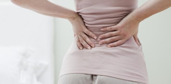 cómo evitar que te duela la espalda mientras estás de pie