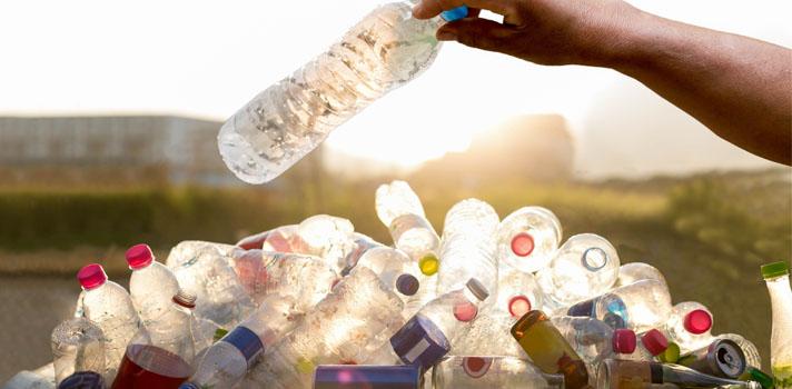 <p>Hasta el 4 de agosto estará abierta esta convocatoria organizada por la <strong>Fundación Toyota</strong> que invita a organizaciones dedicadas al cuidado y protección del medioambiente para que <strong>presenten proyectos que tengan como fin brindar solución a una problemáticas ambientales </strong>específicas que representen una mejoría para la comunidad.</p><p>Esta convocatoria que forma parte de su programa Donativos Ambientales, <strong>busca dar apoyo para lograr la realización de los proyectos y aportar un bienestar a la comunidad</strong>.</p><p>Para más información sobre cómo presentar tu proyecto y cuáles son los requisitos, consulta las bases completas del programa <a href=https://www.toyotapr.com/public/Guia_2017_Propuestas_Donativos_Ambientales.pdf title=Donativos Ambientales de la Fundación Toyota target=_blank rel=menofollow>Donativos Ambientales de la Fundación Toyota</a>.</p>
