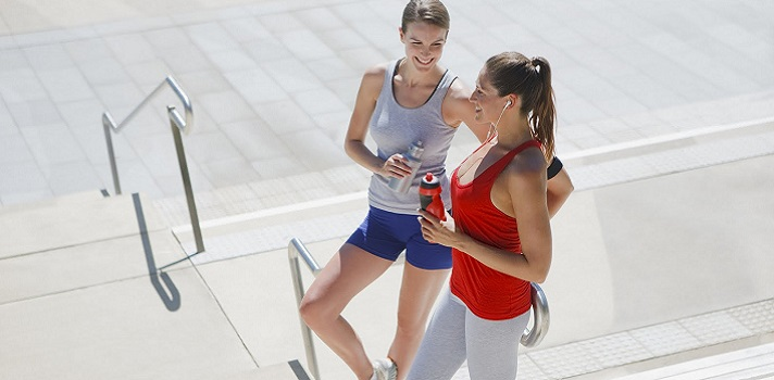 <p>La práctica de <strong>deporte</strong> es fundamental para sentirnos bien física y mentalmente, sobre todo, si tenemos en cuenta que vivimos en una sociedad hiperestresada y sumamente sedentaria. Pasamos muchas horas sentados frente a la computadora y la televisión, y la única forma de mantener un estilo de vida saludable es <strong>realizar ejercicio periódicamente</strong>.</p><div class=help-message><h4>¿Te interesa estudiar Deporte?</h4><a class=enlaces_med_leads_formacion button01 href=https://www.universia.edu.uy/estudios/deportes/dp/725 id=ESTUDIOS>Más info</a></div><p>A pesar de que la obesidadse considera la pandemia del siglo XXI, cada vez son más los que se preocupan por sentirse bien. Por eso, no es de extrañar que en los últimos años hayan <strong>proliferado los centros deportivos</strong> y también, los profesionales dedicamos a su gestión y a la <strong>orientación de prácticas físicas adecuadas</strong>; eso por no hablar de los atletas de élite.</p><p>Para dar espacio a todos aquellos de quien venimos hablando, llega el <a title=Congreso Latinoamericano de Sports Business href=https://www.gmorningsports.com/evento/sportbizlatamuy target=_blank rel=nofollow>Congreso Latinoamericano de Sports Business</a>; un evento que tendrá lugar el próximo <strong>9 de julio en Montevideo</strong> y que va dirigido a profesionales de la Industria del Deporte como empresarios, directivos de entidades deportivas, periodistas especializados, ex deportistas, abogados, patrocinadores del deporte, gerentes y directores de multinacionales. En total habrá <strong>más de150 asistentes</strong>.</p><p>Para inscribirse será necesario enviar un email a <a href=mailto:info@gmorningsports.com rel=nofollow>info@gmorningsports.com</a>. Las entradas se sacan en la red Abitab. Cabe destacar que el boleto permite el accesoa los 3 días de la Expo Fútbol.</p>