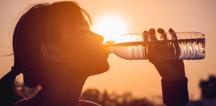 Es aconsejable tener siempre a mano una botella de agua