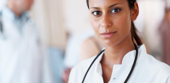 Sigue estos pasos para saber si el médico que te atiende es titulado
