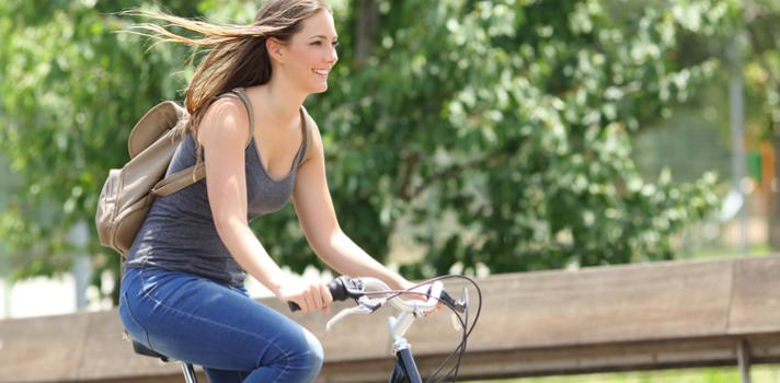 Una vida sana suele estar detrás de practicar ejercicio físico, llevar una dieta saludable y tener relaciones sociales estimulantes