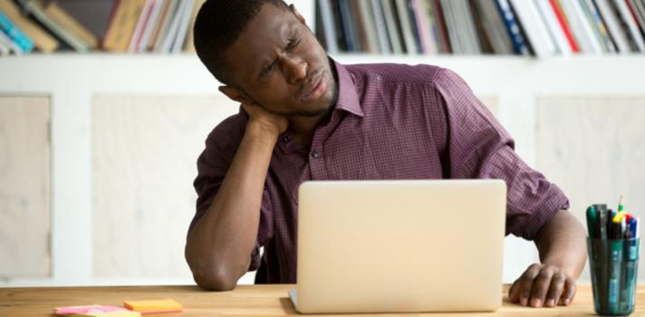 A maneira como você se senta o dia todo condiciona sua saúde postural