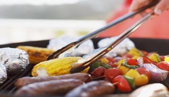 <p style=text-align: justify;><span style=text-align: justify;>La alimentación ha dado lugar a múltiples mitos a lo largo del tiempo; y de ésta manera muchos alimentos han sido atribuidos con características falsas, como que el agua con las comidas engorda o cosas del estilo. La <strong><a title=Agencia Española de Consumo, Seguridad Alimentaria y Nutrición href=https://www.aecosan.msssi.gob.es/ target=_blank>Agencia Española de Consumo, Seguridad Alimentaria y Nutrición</a></strong>que depende del <strong><a title=Ministerio de Sanidad href=https://www.msssi.gob.es/ target=_blank>Ministerio de Sanidad</a></strong>se encarga de terminar con algunos de estos mitos que, además, ponen en peligro una dieta balanceada.</span></p><p style=text-align: justify;></p><p><strong><span style=text-align: justify;>Lee también: </span></strong></p><p><span style=text-align: justify;><span style=color: #ff0000;><a style=color: #ff0000; text-decoration: none; title=Alimentos con vitamina B mejoran la memoria y la atención href=https://noticias.universia.com.pa/en-portada/noticia/2013/05/22/1025110/alimentos-vitamina-b-mejoran-memoria-atencion.html><span style=color: #ff0000;>» <strong>Alimentos con vitamina B mejoran la memoria y la atención </strong></span></a></span></span></p><p><span style=text-align: justify; color: #0000ff;><strong><a style=color: #ff0000; text-decoration: none; title=Sigue toda la actualidad universitaria a través de nuestra página de FACEBOOK href=https://www.facebook.com/pages/Universia-Panam%C3%A1/360712073997116><span style=color: #0000ff;>» <strong>Sigue toda la actualidad universitaria a través de nuestra página de FACEBOOK</strong></span></a></strong> </span><br/></p><p></p><p style=text-align: justify;>Compartimos algunos de los consejos de profesionales en salud para que tomes nota y los empieces a aplicar ya mismo.</p><p style=text-align: justify;></p><p style=text-align: justify;><strong>No abandones el consumo de leche</strong></p><p style=text-al