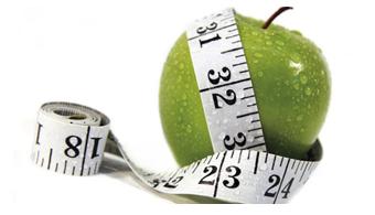"""<p style=text-align: justify;>Durante tres días, ponentes de talla internacional se dieron cita en la <a href=https://www.universia.net.mx/universidades/universidad-del-valle-mexico/in/30166><strong>Universidad del Valle de México Campus Sur</strong></a> para participar en el <strong>Congreso Mexicano de Nutriología</strong> y discutir temas que representan un problema de salud pública, como la <strong>mala nutrición y la obesidad</strong> en los mexicanos.</p><p style=text-align: justify;></p><p style=text-align: justify;></p><p><strong>Lee también</strong><br/><a style=color: #ff0000; text-decoration: none; title=Todas las noticias sobre diabetes y obesidad href=https://noticias.universia.net.mx/tag/diabetes/>» <strong>Todas las noticias sobre diabetes y obesidad</strong></a></p><p style=text-align: justify;></p><p style=text-align: justify;><br/>Al inaugurar el Congreso, la Presidenta de la Asociación Mexicana de Nutriología y Directora Nacional de Nutrición de UVM, Mtra. Saby Camacho, explicó que <strong>la obesidad es un problema de todos y que los nutriólogos tienen herramientas para atacarlo</strong>.</p><p style=text-align: justify;><br/>Al hablar de la obesidad, recordó que la <strong>diabetes</strong> – uno de los padecimientos que suele derivar de esta condición– provoca la muerte de siete personas cada hora en México, de acuerdo con el último reporte de la Secretaría de Salud.</p><p style=text-align: justify;><br/>Explicó que la intención de crear espacios como el Congreso es <strong>actualizar a los expertos, generar contactos con otros profesionales de la nutrición y enriquecer el proceso formativo de los alumnos</strong> que cursan carreras vinculadas a la salud y nutrición de los seres humanos.</p><p style=text-align: justify;><br/>El primer día del simposio, que llevó por nombre<strong> """"Obesidad""""</strong>, se trataron temas como la conducta alimentaria, la biología, regulación del apetito y la manera en que la genética influye en el desarrollo de l"""