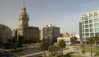 <p style=text-align: justify;>Desde hace 20 años, en el mes de octubre, en <strong>Uruguay</strong> se celebra el <strong>Día del Patrimonio</strong>. Esta es una jornada donde todos losedificios gubernamentales, museos, iglesias, instituciones educativas y todo tipo de construcción de <strong>interés histórico o arquitectónico</strong> están abiertos al público gratuitamente.</p><p style=text-align: justify;></p><p style=text-align: justify;>Esta actividad, impulsada por el<strong><a href=https://www.mec.gub.uy/ rel=me nofollow>Ministerio de Educación y Cultura (MEC)</a></strong>, fue creada con el fin de difundir los valores nacionales. Todos los años, cerca de 500 mil personas participan de esta jornada ya sea visitando los monumentos por su cuenta o asistiendo a las visitas guiadas.</p><p style=text-align: justify;></p><p style=text-align: justify;>La vigésima edición de esta actividad tendrá lugar el próximo <strong>4 y 5 de octubre</strong> y se desarrollará bajo la temática <strong>El espacio público, arquitectura y participación ciudadana al servicio de la comunidad</strong>.</p><p style=text-align: justify;></p><p style=text-align: justify;>Vale destacar que, este año, el <strong>Día del Patrimonio</strong> contará con la particularidad del lanzamiento del<strong><a href=https://www.mec.gub.uy/mecweb/mapa/cultural/index.jsp rel=me nofollow>Mapa Cultural del Uruguay</a></strong>una iniciativa del <strong>MEC</strong>que permite a los usuarios conocer de qué manera están distribuidos los lugares históricos en el país a través de la web o como aplicación para smartphones.</p><p style=text-align: justify;></p><p style=text-align: justify;>Para conocer el listado de actividades para este Día del Patrimonio visitar el <strong><a href=https://diadelpatrimonio.montevideo.gub.uy/ rel=me nofollow>sitio web de la Intendencia de Montevideo</a></strong>.</p>