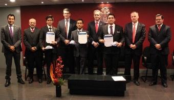 Volkswagen de México entrega becas de excelencia a estudiantes de la UPAEP