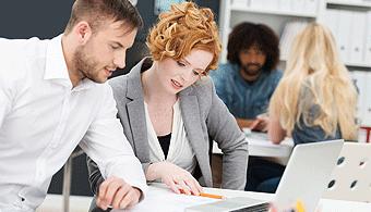 <p style=text-align: justify;>Con el fin de saber<strong> qué pensaban los jóvenes sobre el trabajo</strong>, Universia Argentina y<strong><a title=Trabajando.com href=https://www.trabajando.com.ar/>Trabajando.com</a></strong> realizaron una encuesta a 1.027 personas. ¿Qué demostró? Los universitarios prefieren trabajar en una empresa antes que hacerlo como freelancer.</p><p></p><p><strong>Lee también</strong><br/><a style=color: #ff0000; text-decoration: none; title=Cada vez son más los argentinos que se animan a emprender href=https://noticias.universia.com.ar/en-portada/noticia/2014/10/07/1112772/cada-vez-argentinos-animan-emprender.html>» <strong>Cada vez son más los argentinos que se animan a emprender</strong></a><br/><a style=color: #ff0000; text-decoration: none; title=5 cosas que tenés que hacer antes de emprender un nuevo proyecto href=https://noticias.universia.com.ar/empleo/noticia/2014/07/07/1100183/5-cosas-tenes-hacer-emprender-nuevo-proyecto.html>» <strong>5 cosas que tenés que hacer antes de emprender un nuevo proyecto</strong></a></p><p></p><p></p><p></p><p></p><p></p><h4>¿Qué resultados se pudieron obtener?</h4><p style=text-align: justify;>Los resultados más interesantes son los siguientes:</p><p style=text-align: justify;></p><p style=text-align: justify;>- El 70% de las personas consultadas dijo que le gustaría trabajar en una empresa.<br/><br/></p><p style=text-align: justify;>- Un 16% de los encuestados manifestaron querer lanzarse como freelancers.<br/><br/></p><p style=text-align: justify;>- Solo un 14% de los consultados estaría interesado en trabajar en su propia empresa.<br/><br/></p><p style=text-align: justify;>- El 35% de los consultados preferiría trabajar en el sector privado, el 35% en el público y el 3% en una ONG.<br/><br/></p><p style=text-align: justify;>- El 46% de los encuestados declaró que la estabilidad laboral es el mayor beneficio de trabajar en una empresa.<br/><br/></p><p style=text-align: justify;>- El 34% de las perso