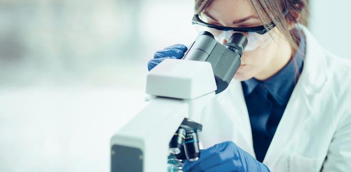Después de horas bajo el microscopio, estos investigadores encontraron un método revolucionario