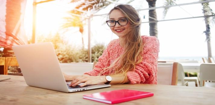 Los cursos online son una excelente manera de continuar con tu formación en cualquier momento y desde cualquier lugar