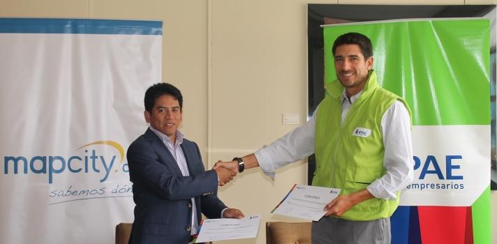 """<p><strong>Lima, 11 de mayo de 2015.-</strong> Mapcity.com se une a IPAE, escuela de empresarios; para poner a disposición de sus alumnos y facilitadores la herramienta Mientorno.com, con la finalidad de generar información valiosa para la creación de proyectos de emprendimiento y negocios en general.</p><p></p><p style=text-align: justify;>Para el vicepresidente ejecutivo de Mapcity.com, Fernando Horna, """"Mientorno.com revolucionará la manera en cómo se generan los negocios y emprendimientos en el país. Estudiantes y empresarios podrán idear proyectos con información real y alto nivel de detalle del público objetivo que se quiera analizar evidenciado en su nivel socioeconómico, ubicación geográfica y otros datos demográficos de relevancia. Esta información incrementará las probabilidades de éxito del emprendimiento"""". Cabe mencionar, además, que Mientorno.com presenta un alcance regional, por ello, mediante esta herramienta también se podrá acceder a información disponible en otros países de Latinoamérica como Bolivia, Chile y Colombia.</p><p style=text-align: justify;></p><p style=text-align: justify;><strong>EMPODERANDO AL FUTURO DEL PAÍS </strong></p><p style=text-align: justify;></p><p style=text-align: justify;>Para el Jefe Nacional de Carreras de IPAE escuela de empresarios, Javier Rubio, la incorporación de la herramienta Mientorno.com responde a la necesidad de estar un paso adelante. """"En la Escuela tenemos como objetivo forjar a los futuros profesionales y del país. En ese sentido, con la incorporación de la herramienta Mientorno.com buscamos fortalecer nuestra propuesta de valor con información estratégica permanentemente actualizada para las diferentes necesidades de nuestro alumnado en sus diversas tareas y proyectos de negocio. De esta manera buscamos que desde las aulas descubran que, al igual que en el mundo de los negocios, estar más y mejor informados de su entorno les permitirá tomar mejores decisiones y aportar valor en la empresa, mercado o socied"""