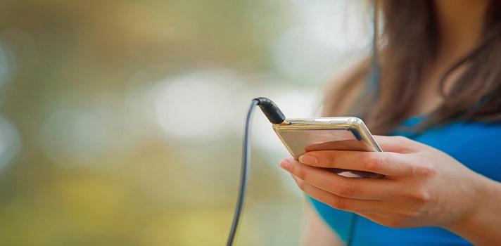 Utilizar demasiado el smartphone puede causar problemas de salud y dificultades para socializar