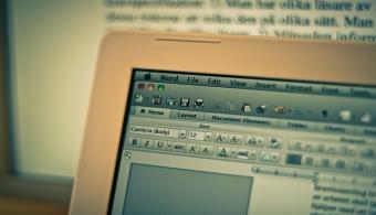 <p style=text-align: justify;>En ocasiones reducimos nuestra actividad en el mundo virtual a visitar nuestro perfil en alguna red social, a mirar videos o a consultar algún portal de noticias; pero la realidad es que en<strong> Internet se alojan una enormidad de páginas web</strong> que tal vez desconoces, pero que te podrían <strong>resultar de gran utilidad tanto a nivel académico como laboral</strong>.</p><p style=text-align: justify;></p><p><strong>Lee también</strong><br/><a style=color: #ff0000; text-decoration: none; title=¿Cuáles son los mejores portales educativos para estudiar online? href=https://noticias.universia.net.mx/en-portada/noticia/2014/02/07/1080567/cuales-son-mejores-portales-educativos-estudiar-online.html>» <strong>¿Cuáles son los mejores portales educativos para estudiar online?</strong></a><br/><a style=color: #ff0000; text-decoration: none; title=7 portales que todo docente debe visitar href=https://noticias.universia.net.mx/en-portada/noticia/2014/11/14/1115088/7-portales-docente-debe-visitar.html>» <strong>7 portales que todo docente debe visitar</strong></a><br/><a style=color: #ff0000; text-decoration: none; title=¿Qué páginas webs son útiles para estudiar? href=https://noticias.universia.net.mx/en-portada/noticia/2012/06/25/945531/que-paginas-webs-son-utiles-estudiar.html>» <strong>¿Qué páginas webs son útiles para estudiar?</strong></a></p><p></p><p></p><h3>8 páginas web que pueden ser más útiles de lo que imaginas</h3><p></p><p style=text-align: justify;>>> <a href=https://www.easel.ly/ target=_blank rel=me nofollow><strong>Easel.ly</strong></a></p><p style=text-align: justify;></p><p style=text-align: justify;>Este sitio es ideal para <strong><a href=https://noticias.universia.net.mx/tiempo-libre/noticia/2014/09/29/1112266/infografias-secreto-grabar-mensajes-audiencia.html>crear infografías online</a></strong>. Variedad de plantillas, herramientas de fácil uso, posibilidad de guardar el trabajo en la nube para retomarlo más tarde,