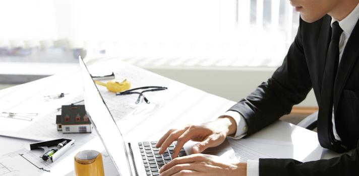 A nova função aprende a sua forma de escrever e te sugere frases no e-mail.