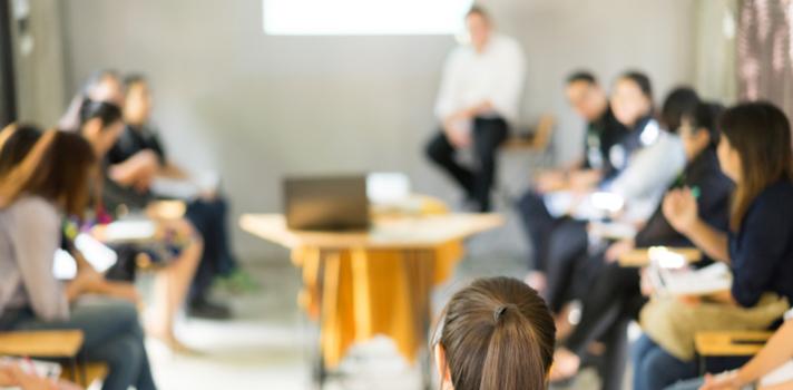 El aula requiere de un nuevo equipamiento para utilizar la última tecnología en presentaciones audiovisuales
