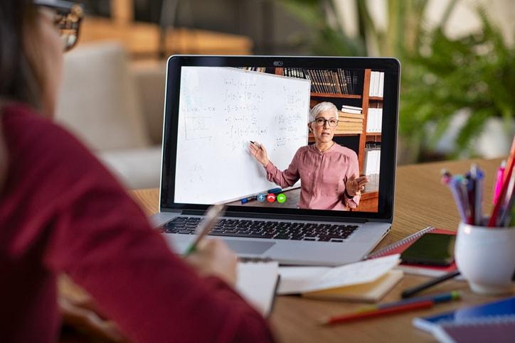 Cómo complementar tus clases con cursos online gratis
