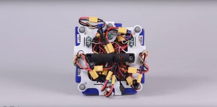 El robot puede saltar al igual que Tigger