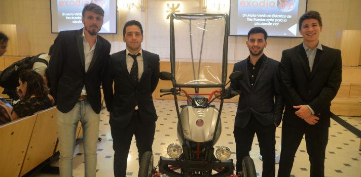 El equipo está conformado por Guido Barreyro, Rodrigo Clausell, Mauro Currao, y Sebastián Melina, que desarrollaron el prototipo como Proyecto Final de carrera
