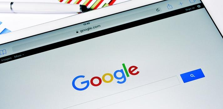 Los <a href=https://noticias.universia.com.ec/educacion/noticia/2016/09/05/1143290/anotate-curso-gratuito-google-competencias-digitales.html target=_blank>cursos online gratuitos de Google</a>permiten que personas de todo el mundo se capaciten de forma gratuita sobre distintas <strong>competencias digitales</strong>; un conocimiento imprescindible para el desarrollo profesional en el mercado actual. <br/><blockquote style=text-align: center;><a href=https://usuarios.universia.net/registerUserComplete.action target=_blank>Registrate en Universia</a>para estar informado sobre becas, ofertas de empleo, prácticas, Moocs, y mucho más</blockquote><p>Estos nuevos <strong>cursos online gratuitos de Google</strong> son ideales para conocer las <strong>principales herramientas de la plataforma con fines educativos</strong>. Recomendado a educadores, estudiantes universitarios, profesionales del sector empresarial y todas las personas en general inetresadas en mejorar su productividad con base en la tecnología. <strong>Lo único que necesitas para inscribirte es contar con una cuenta de Gmail y conexión a internet</strong>. <br/><br/><br/><strong>Dos nuevos cursos online gratuitos de Google</strong><br/><br/><br/><strong>1 - Capacitación sobre herramientas educativas de Google</strong></p><p>Se trata de una Guía de capacitación exclusiva para educadores que te enseñará a integrar las herramientas de Google en el aula a través de este curso gratuito, online y en español. <br/><br/>Para acceder hazlo con tu cuenta de correo electrónico de Gmail a través de <a href=https://edutrainingcenter.withgoogle.com/fundamentals/course target=_blank>este link</a>.<br/><br/><br/><strong>2 - Capacitación sobre herramientas educativas avanzada de Google</strong></p><p>Este segundo curso de Google te servirá para aplicar tus conocimientos en el aula universitaria, ya sea durante una ponencia, una cátedra u otros eventos relacionados. <br/><br/>Para acceder hazlo con tu cuenta de correo electróni