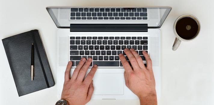 <p>La <a title=Iffe Business School href=https://www.iffe.es/ target=_blank>Iffe Business School</a>, localizada en España pero de acceso online para todo el mundo, convoca a estudiantes colombianos a postularse a su programa de Becas para Máster en Administración y Dirección de Empresas. Los ganadores de esta convocatoria podrán cursar este programa de manera online con un <strong>50% de descuento en la matrícula</strong>.</p><blockquote style=text-align: center;>Visita nuestro <a title=Portal de Becas href=https://becas.universia.net.co/>Portal de Becas</a>para conocer todas las convocatorias vigentes.</blockquote><p>Pueden postularse a esta convocatoria personas de entre <strong>23 y 60 años</strong> de edad, con <strong>experiencia laboral</strong> de al menos tres años en el área de la gestión empresarial. Además, los interesados deben contar con un título universitario y un <strong>promedio académico de 3,7-5,0</strong>.</p><p>La postulación a esta convocatoria se puede hacer a través del Instituto Colombiano de Crédito Educativo y Estudios Técnicos en el Exterior (ICETEX) antes del 11 de septiembre de 2015. Puedes visitar la <a href=https://becas.universia.net.co/beca/becas-para-master-en-administracion-y-direccion-de-empresas/239913>ficha completa de la convocatoria</a>en nuestro Portal de Becas para obtener más información.</p><p></p><p><span style=color: #ff0000;><strong>Lee también</strong></span><br/><a style=color: #666565; text-decoration: none; title=Gobierno de Canadá ofrece 70 becas de investigación href=https://noticias.universia.net.co/estudiar-extranjero/noticia/2015/07/10/1128063/gobierno-canada-ofrece-70-becas-investigacion.html>» <strong>Gobierno de Canadá ofrece 70 becas de investigación</strong></a><br/><a style=color: #666565; text-decoration: none; title=Inscripciones abiertas para becas de posgrado en Canadá href=https://noticias.universia.net.co/consejos-profesionales/noticia/2015/08/05/1129346/inscripciones-abiertas-becas-posgrado-canad