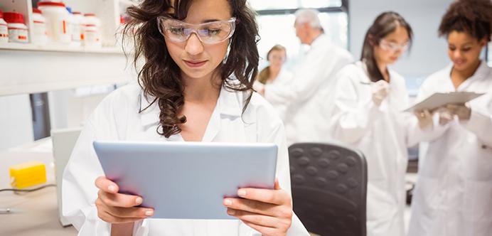 Los profesionales de la MT generalmente trabajan en laboratorios y bancos de sangre