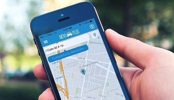 <p style=text-align: justify;><strong><a href=https://itunes.apple.com/es/app/id914652310?mt=8 rel=me nofollow> MoviPlus</a></strong> es la nueva opción de<strong> transporte de élite en la ciudad, en la que el usuario a través de una aplicación móvil gratuita podrá contar en pocos minutos con la asignación de un conductor y un auto</strong> de alta gama para llevarlo a su destino, sin importar el tráfico, las condiciones climáticas, o la distancia, ideal para los días de pico y placa y para cualquier situación en la que quiera movilizarse cómodamente por la ciudad.</p><p style=text-align: justify;></p><p style=text-align: justify;></p><p><strong>Lee también</strong><br/><a style=color: #ff0000; text-decoration: none; title=Las 5 mejores aplicaciones desarrolladas por colombianos href=https://noticias.universia.net.co/ciencia-nn-tt/noticia/2014/05/08/1096160/5-mejores-aplicaciones-desarrolladas-colombianos.html>» <strong>Las 5 mejores aplicaciones desarrolladas por colombianos</strong></a><br/><a style=color: #ff0000; text-decoration: none; title=Las mejores 14 aplicaciones colombianas del 2013 href=https://noticias.universia.net.co/en-portada/noticia/2014/01/15/1075160/mejores-14-aplicaciones-colombianas-2013.html>» <strong>Las mejores 14 aplicaciones colombianas del 2013</strong></a><br/><a style=color: #ff0000; text-decoration: none; title=v href=https://noticias.universia.net.co/en-portada/noticia/2012/06/29/947282/apps-co-primera-aplicacion-colombiana-emprendedores-tic.html>» <strong>Apps.co, la primera aplicación colombiana para emprendedores TIC</strong></a></p><p style=text-align: justify;></p><p style=text-align: justify;></p><p style=text-align: justify;>Moviplus, que inició operaciones en Bogotá, planea<strong> en tres meses llegar a Cali, Cartagena, Barranquilla y Bucaramanga.</strong> A Medellín llegará a principios de 2015. Su sistema que actualmente cuenta con una flota de 350 vehículos con experimentados conductores, facilita al usuario el pago del s