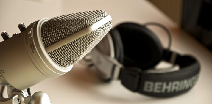 El formato podcasting permite a los profesores lanzar audios con contenidos diferentes, para que los alumnos puedan escucharlos donde quieran