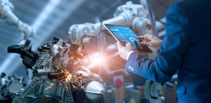 La irrupción de los robots obliga a las empresas a buscar nuevos profesionales que permitan controlar la producción y decidan sobre su evolución