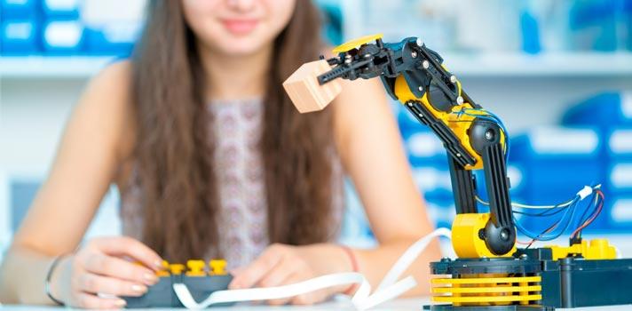 El uso de robots en clase puede darse de forma evidente para los alumnos, o analizando los datos que estos generan