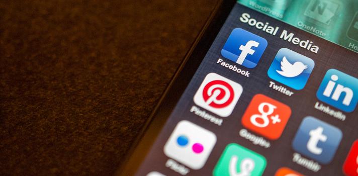 Los dispositivos electrónicos facilitan el uso constante de las redes sociales, por lo que estamos en contacto permanente con ellas