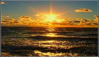 """<p style=text-align: justify;>¿Alguna vez te has preguntado por que brilla el sol? Este """"astro rey"""", además de tener múltiples beneficios sobre la salud -cuando se toma con cuidado- produce energía necesaria para permitir la vida en todo el planeta tierra.<strong>Alvaro Chavarría, astrofísico costarricense, colaboró en el experimento llamado Borexino que se realizó durante el 2007 y el 2012 por el cual se logró determinar el enigma de por qué brilla el sol</strong>.</p><p style=text-align: justify;></p><p><strong>Lee también</strong></p><p><br/><span style=color: #0000ff;><a style=color: #ff0000; text-decoration: none; title=Sigue toda la actualidad universitaria a través de nuestra página de FACEBOOK href=https://www.facebook.com/universiacostarica><span style=color: #0000ff;>» <strong>Sigue toda la actualidad universitaria a través de nuestra página de FACEBOOK</strong></span></a></span><br/><span style=color: #ff0000;><a style=color: #ff0000; text-decoration: none; title=Visita nuestro Portal de BECAS y descubre las convocatorias vigentes href=https://becas.universia.cr/CR/index.jsp><span style=color: #ff0000;>» <strong>Visita nuestro Portal de BECAS y descubre las convocatorias vigentes</strong></span></a></span></p><p style=text-align: justify;></p><p style=text-align: justify;><br/>Chavarría fue uno de los científicos del equipo que realizó la investigación en el <strong><a title=Gran Laboratorio Nacional Sasso href=https://www.lngs.infn.it/ target=_blank>Gran Laboratorio Nacional Sasso</a>de Italia</strong> y que publicó la revista especializada <strong><a href=https://www.nature.com/ rel=me nofollow>Nature</a></strong>. El experimento, que nucleó a 100 científicos, logró confirmar la teoría de que en el núcleo del Sol se efectúan reacciones nucleares, que son las responsables de que el astro brille y genere la energía que hace posible la vida en el Planeta Tierra.</p><p style=text-align: justify;></p><p style=text-align: justify;>""""Tuve una participación muy """