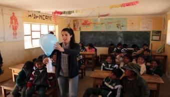 Taller de ciencias en la Unidad Educativa Huancané, Oruro.