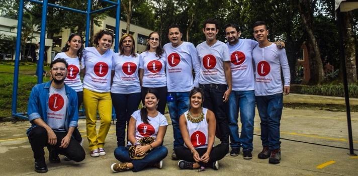 <p style=text-align: justify;>Con invitados musicales y la posibilidad de diseñar camisetas, la <strong><a href=https://www.universia.net.co/universidades/universidad-ibague/in/11421>Universidad de Ibagué</a></strong>presentó <strong><a href=https://www.elanzuelomedios.com/index.php?tipocont=articulo&codicont=176 target=_blank>El Anzuelo medios</a></strong>, un portal web multimediático que presenta la producción periodística que realizan los estudiantes del programa de Comunicación Social y Periodismo en coordinación con los docentes.</p><p style=text-align: justify;></p><p style=text-align: justify;>E<strong>l evento de lanzamiento contó con la presentación de diferentes proyectos</strong> que vienen realizando al interior de este multimedio, como son: el magazine Contrastes que se transmite a nivel nacional en el canal Zoom; Secuela, programa de radio que se transmite online desde hace siete meses; Por Solo Milqui, reportaje multimedia que ha innovado en el periodismo regional y diferentes proyectos de prensa escrita, entre otros.</p><p style=text-align: justify;></p><p style=text-align: justify;><strong>La presentación de El Anzuelo Medios a la ciudad se realizó en vivo, a través del streaming radial del portal,</strong> mientras paralelamente los asistentes tuvieron la posibilidad de estampar sus camisetas con el logo de El Anzuelo Medios y su frase Periodismo que engancha. Como invitados musicales estuvieron la banda ibaguereña KillJoy, y el cantante colombiano Sebastián Yepes, quien además habló sobre la responsabilidad social de los artistas y medios.</p><p style=text-align: justify;></p><p style=text-align: justify;>La apertura del evento se dio con una rueda de prensa donde Ángela Lopera, directora del programa de Comunicación Social y Periodismo; Diomedes Acosta, director general del medio y Jorge Mendoza, director de la línea radial de El Anzuelo Medios, resaltaron la importancia de este nuevo espacio mediático para la región y respondieron preguntas de 