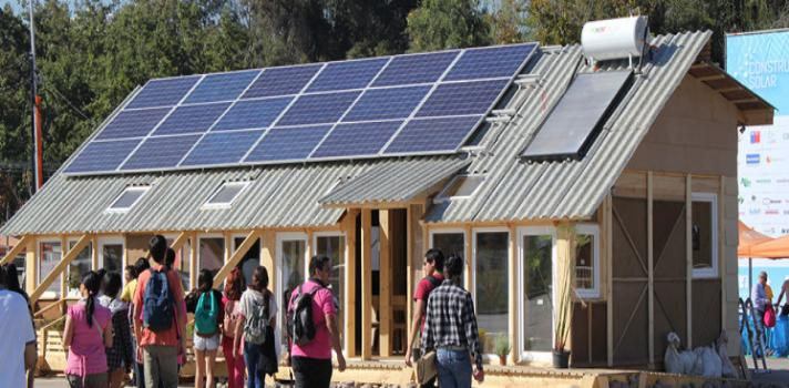 Estudiantes chilenos apuestan al medioambiente con la creación de la primera villa solar de América Latina