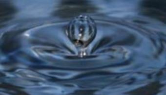 <p style=text-align: justify;>Se trata de un nuevo sistema ultrasensible, de bajo coste y portátil que permite detectar niveles bajos de mercurio en el agua a través de un innovador sistema de detección óptico. Este sistema es fruto de un trabajo de investigación, <strong><a title=Nanoporous Anodic Alumina Rugate Filters for Sensing of Ionic Mercury: Toward Environmental Point-of-Analysis Systems href=https://www.ncbi.nlm.nih.gov/pubmed/25003595>Nanoporous Anodic Alumina Rugate Filters for Sensing of Ionic Mercury: Toward Environmental Point-of-Analysis Systems</a></strong> que ha sido publicado a la revista científica <a title=ACS Applied Materiales and Interfaces href=https://pubs.acs.org/journal/aamick target=_blank><strong>ACS Applied Materiales and Interfaces</strong></a>.</p><p style=text-align: justify;></p><p><strong>Lee también</strong><br/><a style=color: #ff0000; text-decoration: none; title=Trabajan en el desarrollo de técnicas para el tratamiento de aguas residuales industriales href=https://noticias.universia.es/ciencia-nn-tt/noticia/2014/07/25/1101174/trabajan-desarrollo-tecnicas-tratamiento-aguas-residuales-industriales.html>» <strong>Trabajan en el desarrollo de técnicas para el tratamiento de aguas residuales industriales</strong></a><br/><br/></p><p style=text-align: justify;><br/>Desde el inicio de la industrialización,<strong> el mercurio se ha ido acumulando en el medio natural y sus efectos sobre la salud y el medio ambiente han sido una preocupación</strong> que ha tomado fuerza desde la reciente incorporación de una convención mundial de la <a href=https://www.unep.org/spanish/ target=_blank><strong>UNEP</strong></a> (United Nations Environment Programme) que busca monitorizar, controlar y reducir la contaminación por mercurio a escala mundial.</p><p style=text-align: justify;><br/>Actualmente <strong>existen sistemas que pueden hacer la monitorización de mercurio pero se trata de maquinaria pesada, cara y difícil</strong> de hacer funcionar