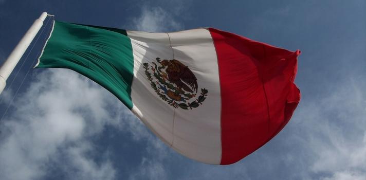 <p>¿Te gustaría estudiar en México con todos los gastos pagos? Pues la <a title=Organización de Estados Iberoamericanos para la Educación, la Ciencia y la Cultura href=https://www.oei.org.uy/ target=_blank>Organización de Estados Iberoamericanos para la Educación, la Ciencia y la Cultura</a> (OEI), el <a title=Consejo Nacional de Ciencia y Tecnología href=https://www.conacyt.mx/ target=_blank>Consejo Nacional de Ciencia y Tecnología</a> (Conacyt) de México y el Banco Santander, entregarán <strong>500 becas para cursar estudios de maestría o doctorado</strong> en este país.</p><blockquote style=text-align: center;>Visita nuestro<a title=Portal de Becas href=https://becas.universia.net.co/ target=_blank> Portal de Becas</a> para enterarte de todas las convocatorias vigentes.</blockquote><p>La convocatoria, que tiene como objetivo <strong>estimular las capacidades científicas y tecnológicas</strong><strong>en Iberoamérica</strong>, está abierta para estudiantes nacionales de todos los países miembros y observadores de la OEI, entre los que se encuentra Colombia. Quienes resulten beneficiados podrán realizar una estancia de estudio en México de <strong>seis meses para una maestría</strong> y de <strong>doce meses para un doctorado</strong>.</p><p>Estas 500 becas, que se entregarán a lo largo de cinco años, podrán ser destinadas a cursar un programa avalado por el Programa Nacional de Posgrados de Calidad (PNPC) del Conacyt y en modalidad de dedicación exclusiva. Los interesados que se postulen a la convocatoria serán evaluados en base a sus méritos académicos, así como en vista a la <strong>pertinencia y relevancia del programa elegido para su país de origen</strong>.</p><p>Los becarios recibirán, de manos de la OEI, un <strong>estipendio mensual</strong> para cubrir gastos de manutención y transporte local, así como un seguro médico. El Banco Santander, por su parte, brindará <strong>hasta $2.000 dólares</strong> para sufragarlos tiques aéreos y los costos de instalaci