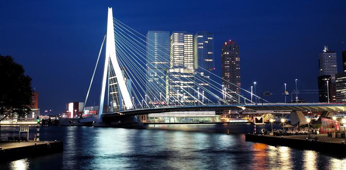 <p>La <strong>Universidad de Erasmus Rotterdam</strong>, ubicada en Holanda, Países Bajos, ofrecerá becas para que estudiantes internacionales puedan cursar <strong>una Licenciatura Internacional en Administración de Empresas </strong>en su escuela de negocios.</p><p>¿Sabías que la ciudad de Rotterdam tuvo que ser <strong>casi completamente reconstruida</strong> luego de la Segunda Guerra Mundial? Por esta razón se ha convertido en un emblema de la arquitectura moderna. Además, se trata de una urbe de gran actividad cultural. Si te gustaría estudiar en ella sin tener que pagar matrículas ni gastos de manutención, no dejes de postularte a esta interesante beca.</p><blockquote style=text-align: center;>Visita nuestro <a href=https://becas.universia.net.co/>Portal de Becas</a> para acceder a más convocatorias vigentes.</blockquote><p>El programa de becas ofrecido por la Universidad de Erasmus Rotterdam <strong>financiará con 6.500 euros los costos del primer año </strong>de su programa de pregrado en Administración de Empresas, que tiene una duración de tres años.</p><p>Los candidatos que pueden postularse a esta beca son aquellos estudiantes graduados de secundaria que no sean ciudadanos de un país europeo y hayan mantenido un excelente promedio académico en sus estudios. No puede participar quienes hayan obtenido ayudas financieras previas de más de 5.000 euros.</p><p>¿Te interesa? Para postularte debes diligenciar el formulario online correspondiente en el sitio web de la institución. Junto con tus datos personales, deberás incluir un ensayo que exprese por qué quieres y mereces esta beca, además de otros documentos requeridos como tu escolaridad. El plazo para inscribirse finaliza el <strong>1° de marzo de 2016</strong>. Visita la <a href=https://becas.universia.net.co/beca/beca-para-estudios-de-grado-en-administracion-de-empresas-en-paises-bajos/240650>ficha completa de la convocatoria</a> en nuestro Portal de Becas para conocer más detalles.</p><p></p><p><span st