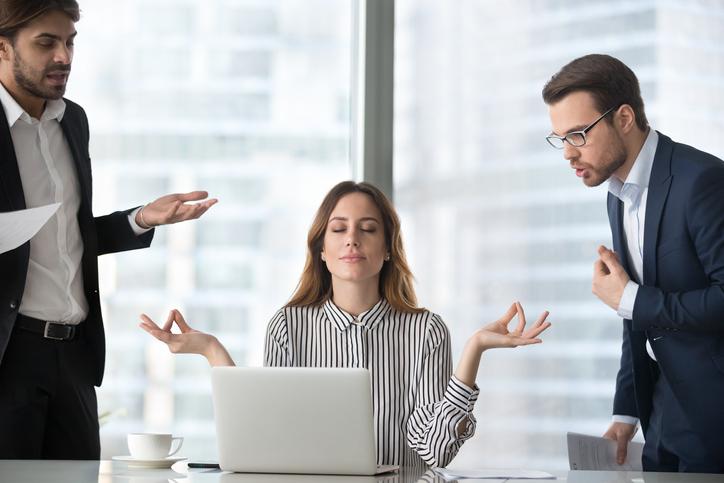 A maioria das empresas valorizam profissionais que saibam lidar com as adversidades, encarar desafios e não desistir dos objetivos graças a uma maior resiliência no trabalho.