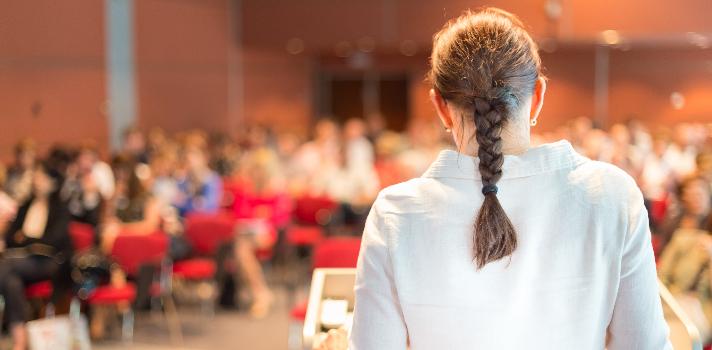 Antes de elaborar un discurso, analiza a quién está dirigido y aférrate a ello