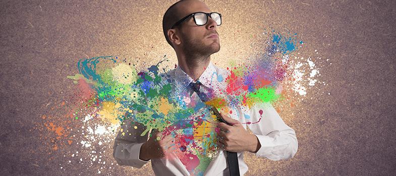 A criatividade é uma característica muito valorizada dentro do mercado de trabalho. No entanto, nem todos os profissionais a possuem, tornando-se um pouco difícil identificar quem é criativo e quem não é. A seguir, <strong><a href=https://noticias.universia.pt/carreira/noticia/2015/05/11/1124788/melhores-truques-aumentar-criatividade.html title=Os melhores truques para aumentar a sua criatividade>conheça 3 características pessoais dos indivíduos criativos</a>:<br/><br/><br/></strong><p><span style=color: #333333;><strong>Leia também:</strong></span><br/><a href=https://noticias.universia.pt/emprego/noticia/2016/07/18/1141919/3-dicas-conseguir-emprego-sonhos.html title=3 dicas para conseguir o emprego dos seus sonhos>» <strong>3 dicas para conseguir o emprego dos seus sonhos</strong></a><br/><a href=https://noticias.universia.pt/educacao/noticia/2016/07/11/1141679/3-novos-cursos-on-line-fazer-ferias.html title=3 novos cursos on-line para fazer nas férias>» <strong>3 novos cursos on-line para fazer nas férias</strong></a><br/><a href=https://noticias.universia.pt/emprego/noticia/2016/07/08/1141639/5-caracteristicas-freelancer-sucesso.html title=3 novos cursos on-line para fazer nas férias>» <strong>3 novos cursos on-line para fazer nas férias<br/><br/><br/></strong></a></p><p><strong> 1 – Gostam de solucionar problemas<br/></strong><br/> Em situações problemáticas estas pessoas têm mais possibilidades de utilizar a criatividade para resolverem os problemas e criarem bons cenários de atuação. Assim, as pessoas criativas tendem a gostar desses momentos por poderem potenciar a sua criatividade e demonstrar o potencial que possuem.<br/><br/><br/></p><p><strong> 2 – Não vêm limites <br/></strong><br/> Ser criativo faz com que expandam os seus horizontes e que vejam cada vez menos barreiras no seu dia a dia. No momento que tiverem que enfrentar um problema, poderão criar soluções para ele, utilizando sempre a criatividade como base.<br/><br/><br/></p><p><strong> 3 – Estão s