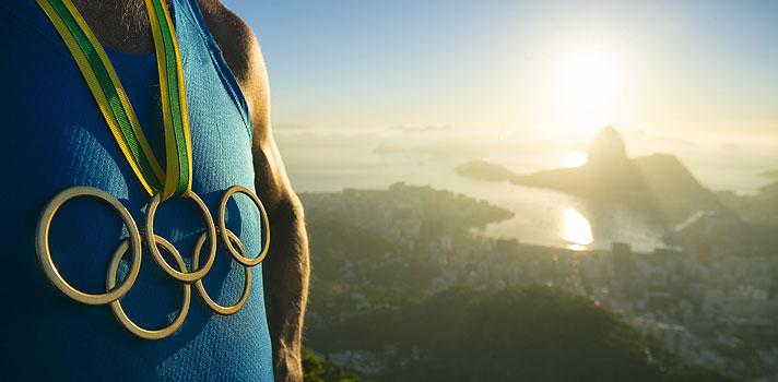 A sete dias do início dos <strong><a href=https://www.rio2016.com/ title=Jogos Olímpicos Rio 2016 target=_blank>Jogos Olímpicos Rio 2016</a></strong>, que acontecerão na cidade do Rio de Janeiro, entre os dias<strong> 5 e 21 de agosto</strong>, o País se prepara para receber um dos eventos esportivos mais importantes do mundo. Esta edição será a <strong>primeira olimpíada disputada na América do Sul</strong>, com mais de <strong>10 mil atletas</strong>, das mais diversas nacionalidades, e <strong>42 modalidades esportivas</strong>.<br/><br/><br/><p><span style=color: #333333;><strong>Você pode ler também:</strong></span><br/><a href=https://noticias.universia.com.br/destaque/noticia/2015/12/21/1134871/4-lices-vida-pode-aprender-intercambio.html title=4 lições de vida que você pode aprender em um intercâmbio>» <strong>4 lições de vida que você pode aprender em um intercâmbio</strong></a><br/><a href=https://noticias.universia.com.br/carreira/noticia/2015/12/01/1134217/4-lices-empreendedorismo-podem-aplicadas-sala-aula.html title=4 lições de empreendedorismo que podem ser aplicadas na sala de aula>» <strong>4 lições de empreendedorismo que podem ser aplicadas na sala de aula</strong></a><br/><a href=https://noticias.universia.com.br/carreira title=Todas as notícias de Carreira>» <strong>Todas as notícias de Carreira<br/><br/><br/></strong></a></p><p>Os atletas de alta performance que chegam até uma olimpíada são um grande exemplo de<strong><a href=https://noticias.universia.com.br/carreira/noticia/2015/09/25/1131676/4-truques-infaliveis-foco.html title=4 truques infalíveis para ter mais foco>superação, disciplina e foco</a></strong>, pois precisam se submeter a treinos diários e precisam ter o esporte como a prioridade de suas vidas.<br/><br/></p><p>A seguir, veja as <strong>4 lições que podemos aprender com os atletas olímpicos</strong> e como aplicá-las em nosso dia a dia profissional, pessoal e acadêmico:<br/><br/></p><p><strong>1. Foco nos objetivos</strong></p><p
