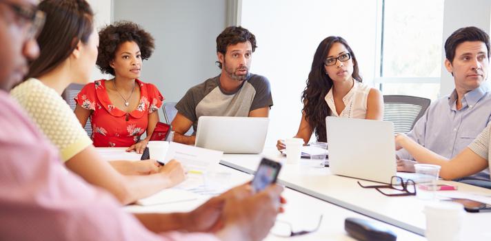 As reuniões são uma boa fonte de informação sobre o que acontece na empresa, podendo contribuir para soluções criativas e adequadas a tempo.