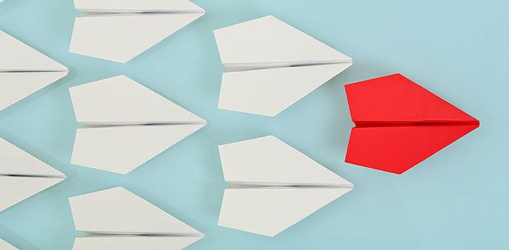 <p>Hoje em dia, para ser um bom líder, o profissional precisa ter versatilidade, <strong><a title=Como desenvolver a liderança pessoal no ambiente de trabalho href=https://noticias.universia.com.br/carreira/noticia/2015/07/06/1127763/desenvolver-lideranca-pessoal-ambiente-trabalho.html>acompanhar as mudanças e apostar em tendências do mercado</a></strong>. Seguir um modelo antigo de liderança já não é suficiente em um mundo que exige cada vez mais dos profissionais.</p><p></p><blockquote style=text-align: center;>Cadastre-se <span style=text-decoration: underline;><a id=REGISTRO USUARIOS class=enlaces_med_registro_universia title=Cadastre-se aqui para receber dicas de carreira href=https://usuarios.universia.net/registerUserComplete.action?idC=2&idS=NOTICIAS_BR target=_blank>aqui</a></span> para receber dicas de carreira</blockquote><p><span style=color: #333333;><strong>Você pode ler também:</strong></span><br/><br/><a style=color: #ff0000; text-decoration: none; text-weight: bold; title=5 dicas para ser um bom líder href=https://noticias.universia.com.br/carreira/noticia/2015/11/09/1133451/5-dicas-bom-lider.html>» <strong>5 dicas para ser um bom líder</strong></a><br/><a style=color: #ff0000; text-decoration: none; text-weight: bold; title=Dicas de Bill Gates para ser um bom líder href=https://noticias.universia.com.br/carreira/noticia/2015/10/30/1133085/dicas-bill-gates-bom-lider.html>» <strong>Dicas de Bill Gates para ser um bom líder </strong></a><br/><a style=color: #ff0000; text-decoration: none; text-weight: bold; title=Todas as notícias de Carreira href=https://noticias.universia.com.br/carreira>» <strong>Todas as notícias de Carreira</strong></a></p><p></p><p>Para começar a se preparar para o futuro e começar a agir como um grande líder, veja a seguir 5 verdades sobre liderança que todo profissional precisa saber:</p><p></p><p><strong>1 – Seja autêntico e transparente</strong><br/><br/> Na era da tecnologia e das mídias sociais, é bastante difícil agir de 
