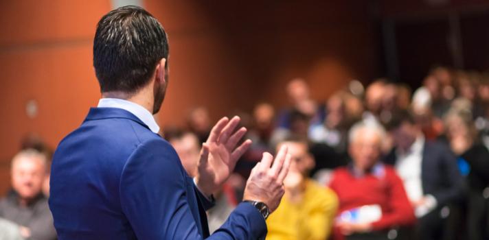 Seja um profissional a falar em público